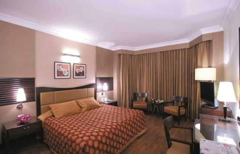 Ramada  Plaza Palm Grove - Room - 3