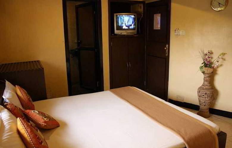 Highway Residency - Room - 12