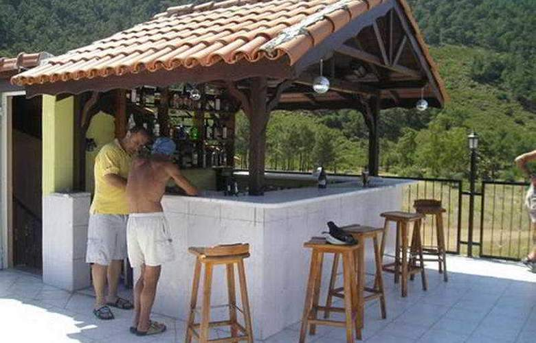 Cengiz Kaan Hotel - Bar - 7