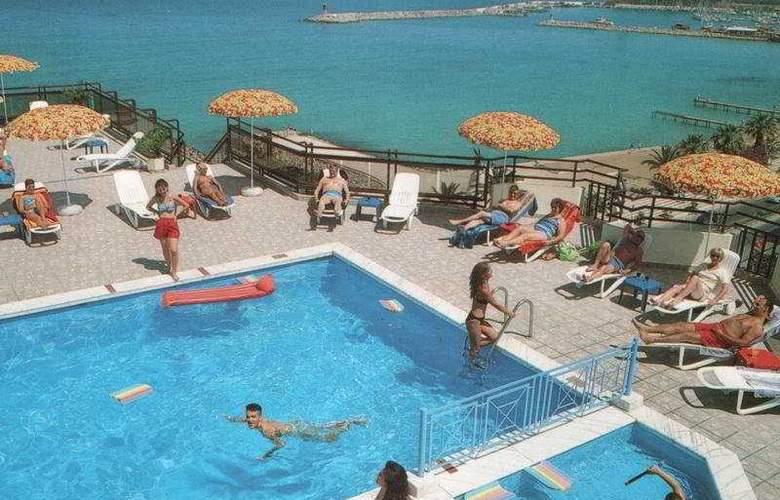 Derici Hotel - Pool - 4