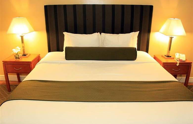 Best Western Plus Hospitality House - Apartments - Room - 104