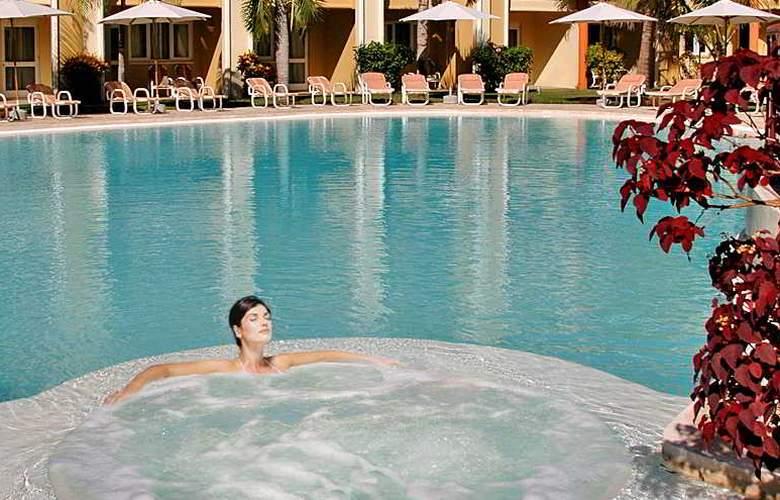 Tarisa resort  Spa - Pool - 17