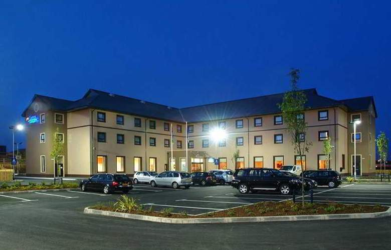 Holiday Inn Express Antrim - Hotel - 0