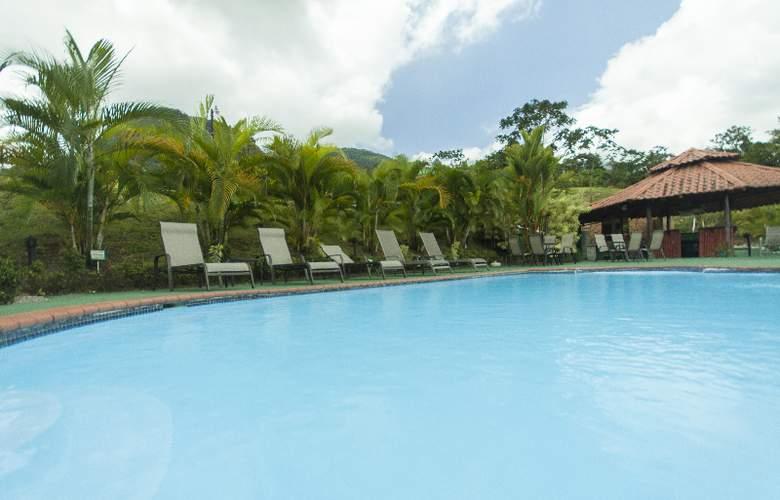 GreenLagoon Wellbeing Resort - Pool - 11