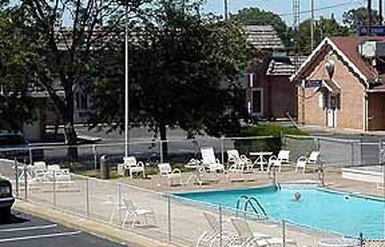 Rodeway Inn Cedar Point South - Pool - 4