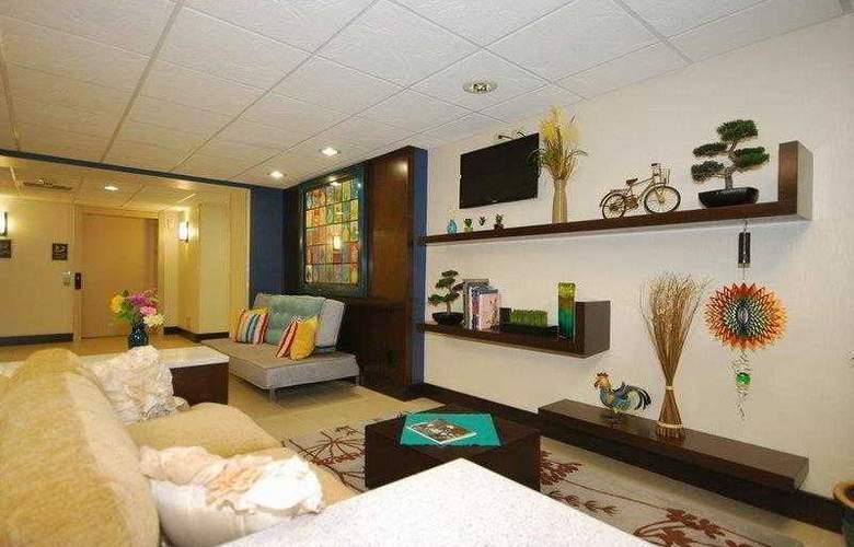 Berkshire Hills Inn & Suites - Hotel - 4