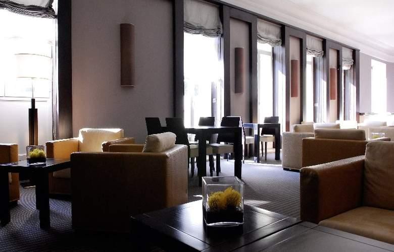 Quality Suites La Malmaison - General - 1