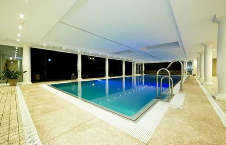 Monarque Cendrillon - Pool - 1