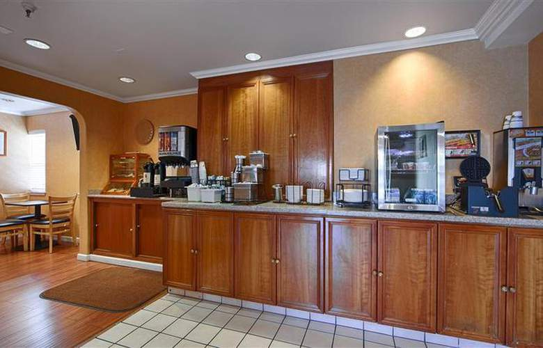 Best Western Plus Executive Suites - Restaurant - 45