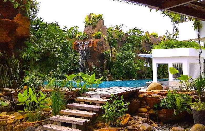 Jambuluwuk Malioboro Boutique Hotel - Pool - 16