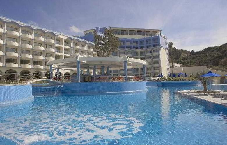 Atrium Platinum Resort Hotel & Spa - Bar - 7