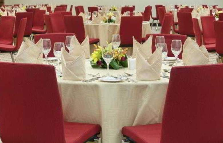 Hilton Garden Inn Riyadh Olaya - Restaurant - 13