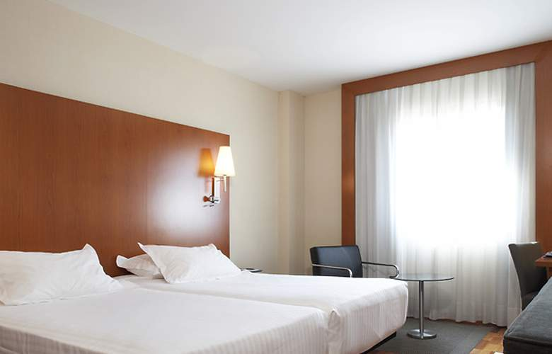 AC Sevilla Forum - Room - 0