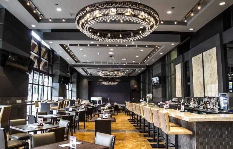 Hilton Hotel & Suites Niagara Falls/Fallsview - Bar - 24