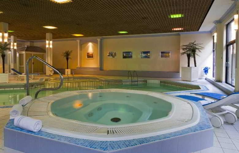 Croydon Park - Pool - 10