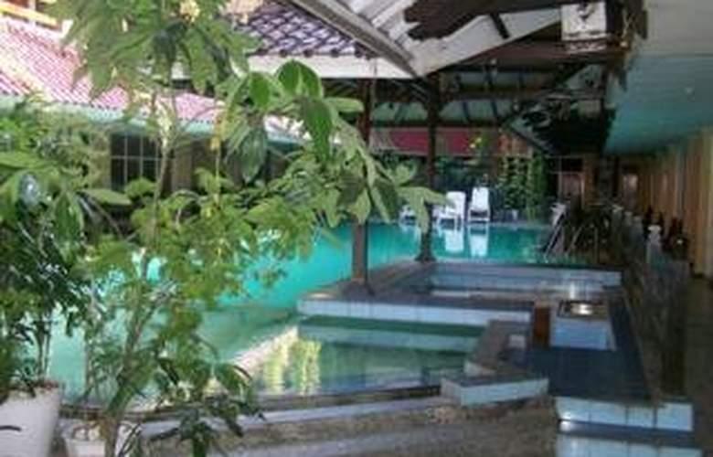 Karthi - Pool - 7
