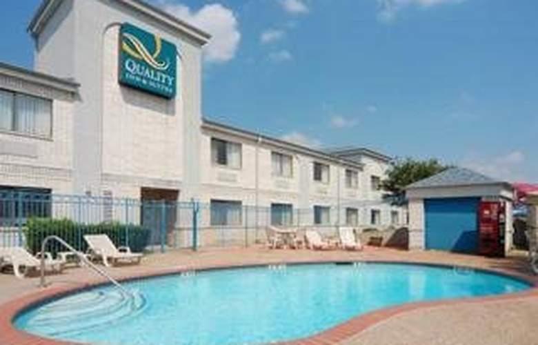 Quality Inn & Suites (Grand Praire) - Pool - 5