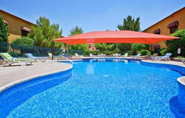 Holiday Inn Express Chihuahua - Pool - 19