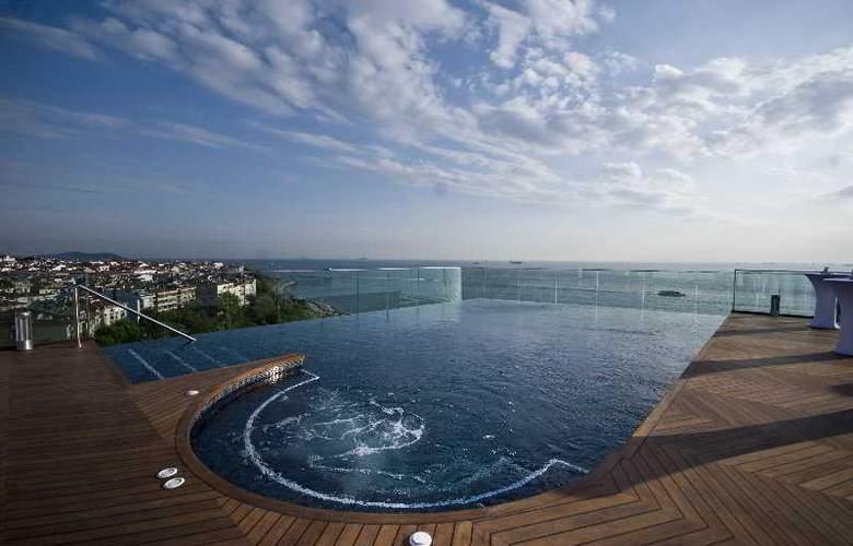 Doubletree by Hilton Istanbul Moda - Pool - 6