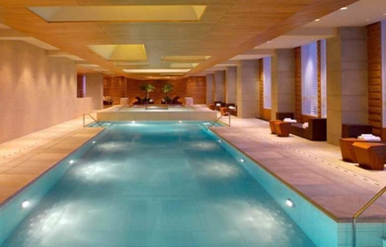 Grand Hyatt - Pool - 20
