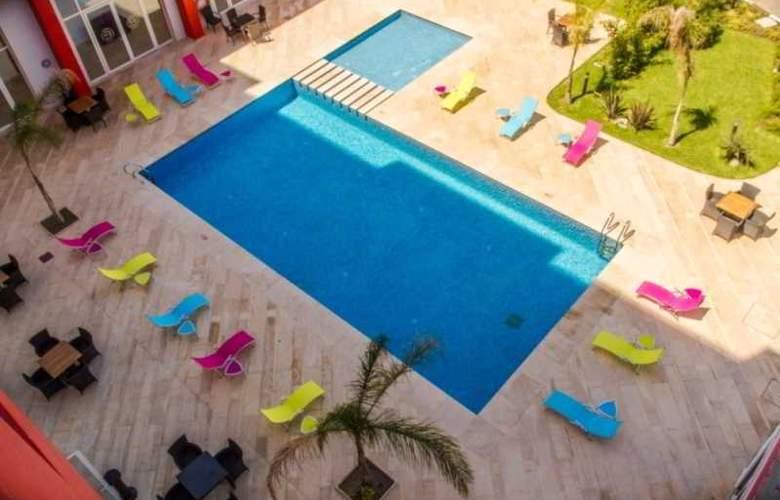 Ramada Encore Tangier - Pool - 9