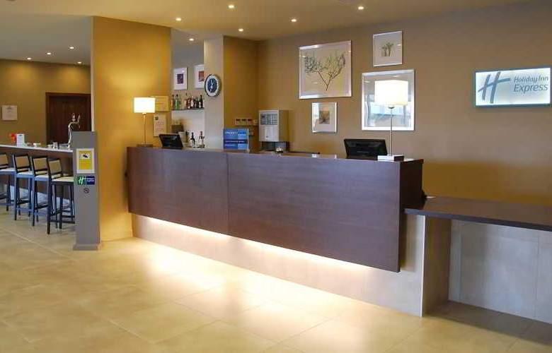 Holiday Inn Express Campo de Gibraltar - Barrios - General - 8