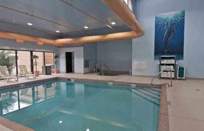 Hampton Inn Columbus-South - Pool - 0