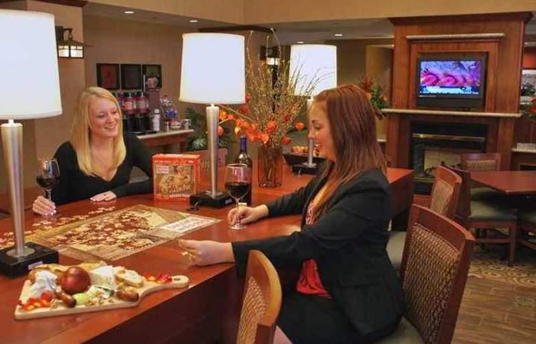 Hampton Inn & Suites Windsor - Sonoma Wine Country - Hotel - 1