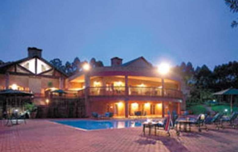 Greenway Woods Resort - Terrace - 41
