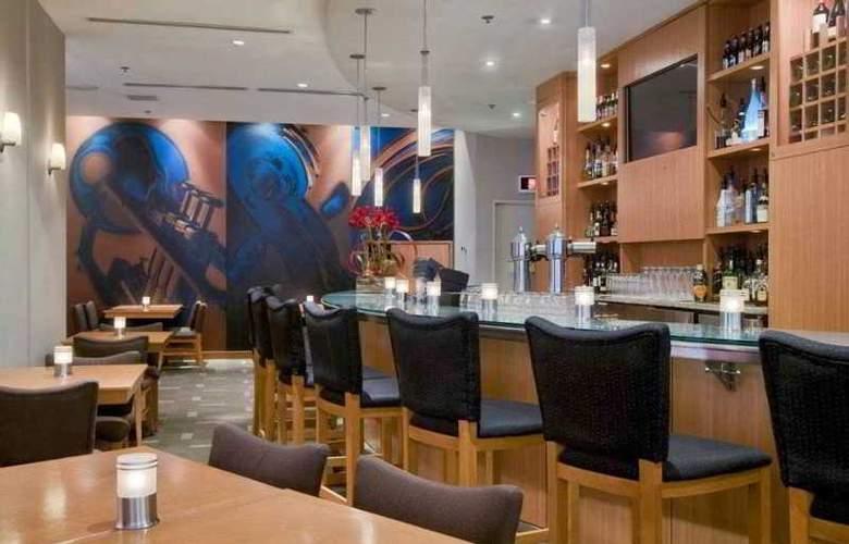Hilton Quebec - Bar - 11
