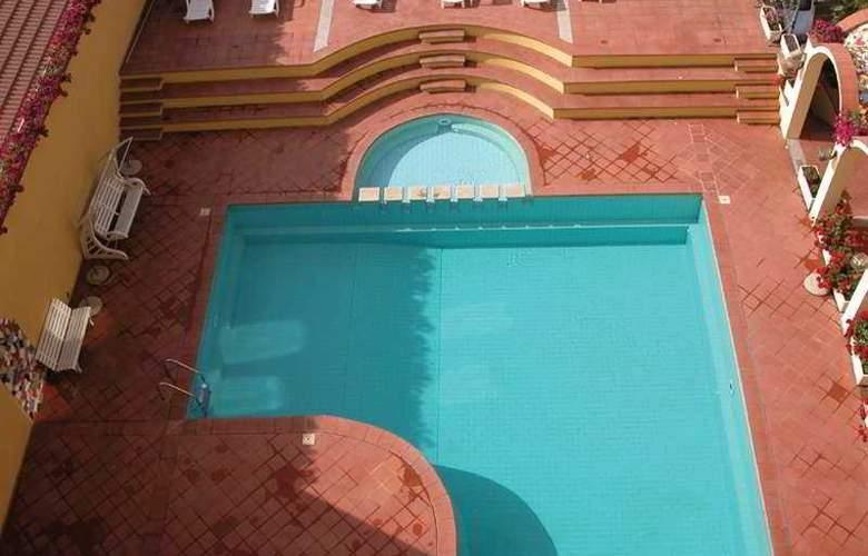 Victoria - Pool - 4