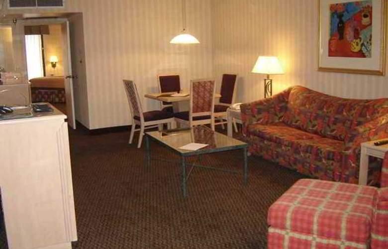 Embassy Suites Birmingham - Hotel - 8