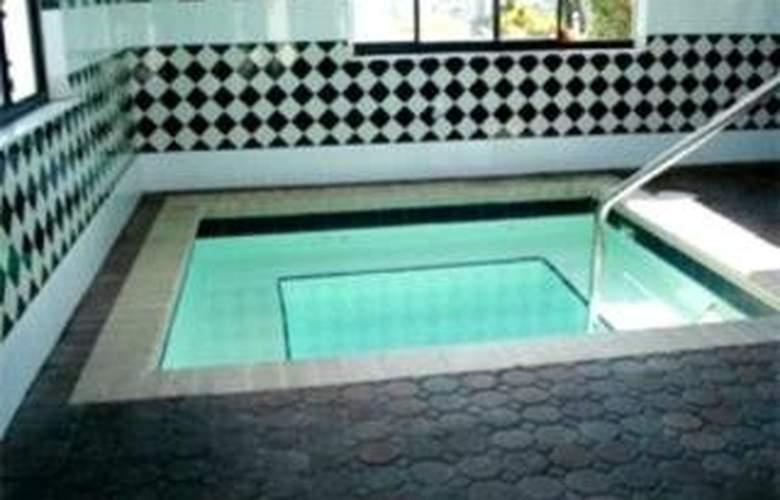Americas Best Value Inn Clearwater - Pool - 3