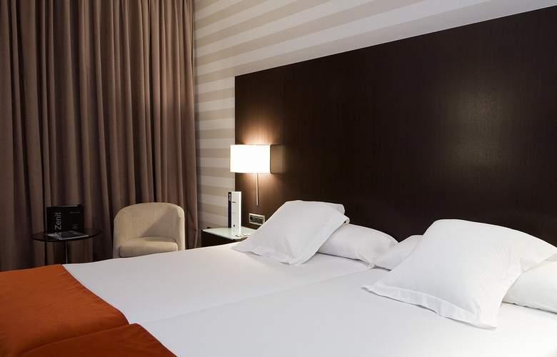 Zenit Pamplona - Room - 18