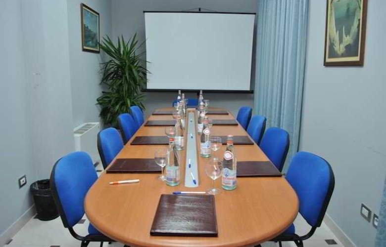 Aragosta - Conference - 11