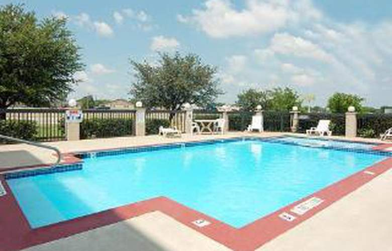 Econo Lodge Inn & Suites - Pool - 4