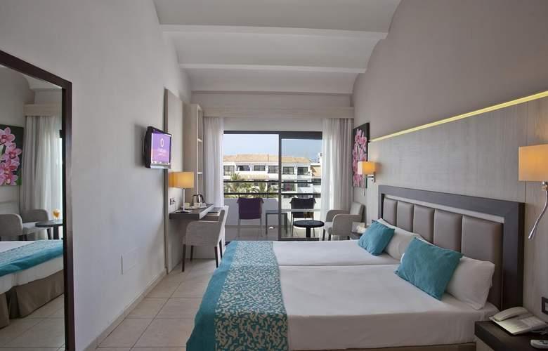 Fergus Style Bahamas - Room - 11