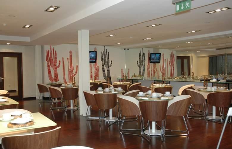 Porto Trindade Hotel - Restaurant - 32