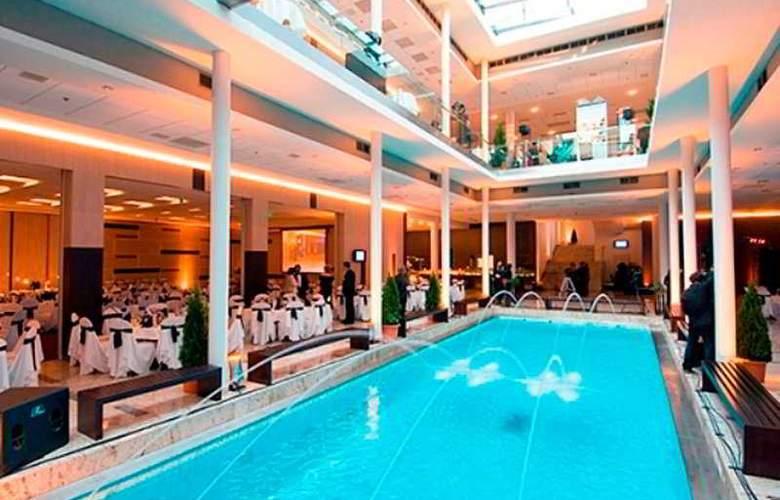 Europa Hotels & Congress Center - Superior - Pool - 10