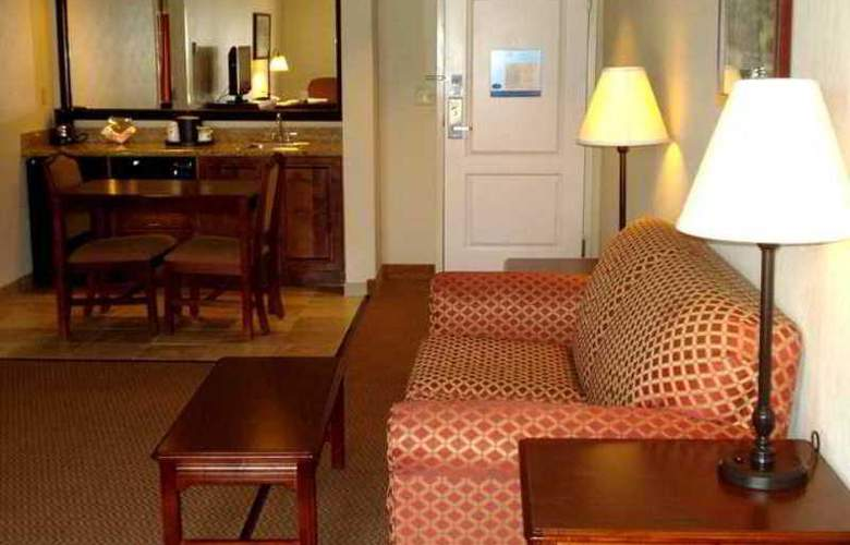 Hampton Inn Emporia - Hotel - 3
