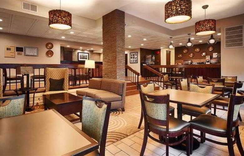 Best Western Salisbury Plaza - Bar - 25