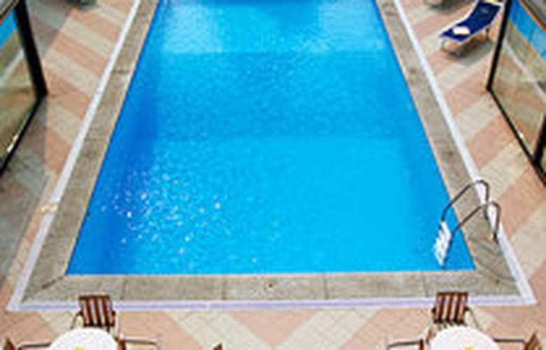 Novotel Milano Linate Aeroporto - Pool - 4