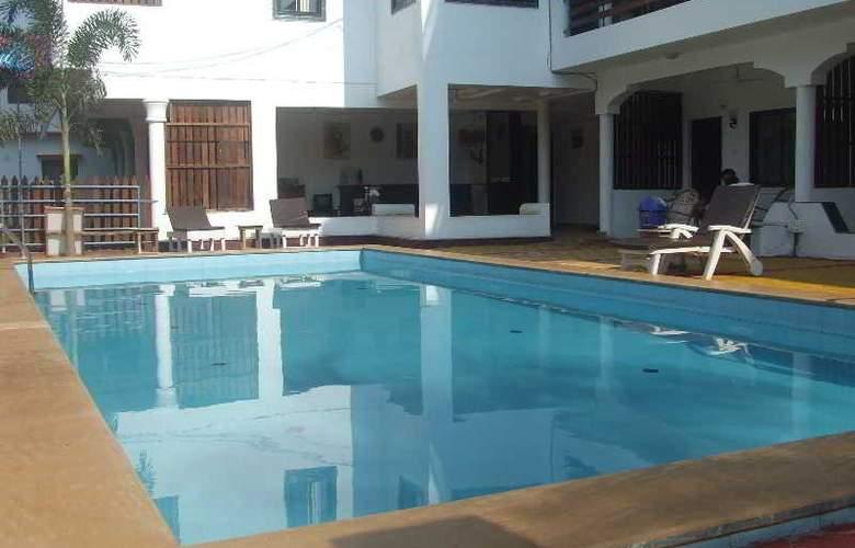 Pleasure Beach Resort - Pool - 19
