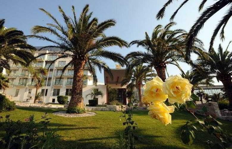 Queen of Montenegro - Hotel - 0
