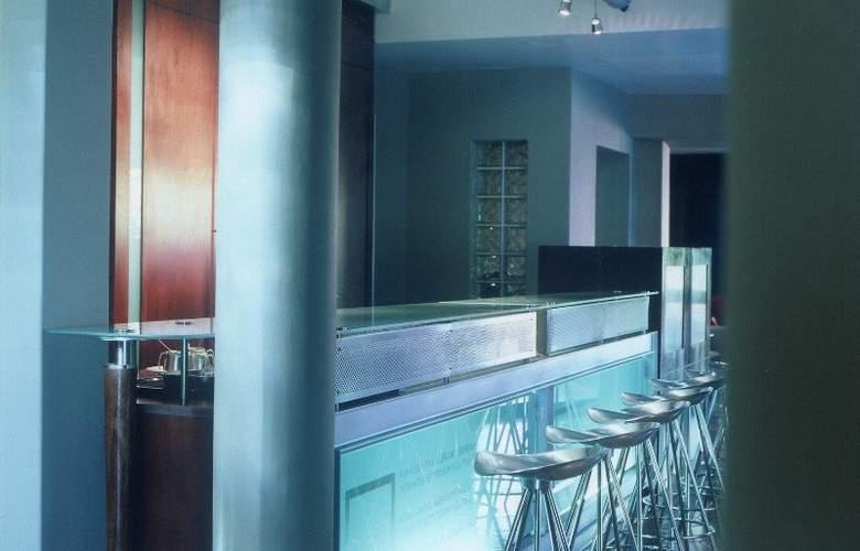 Ten Bompas Hotel - Bar - 1