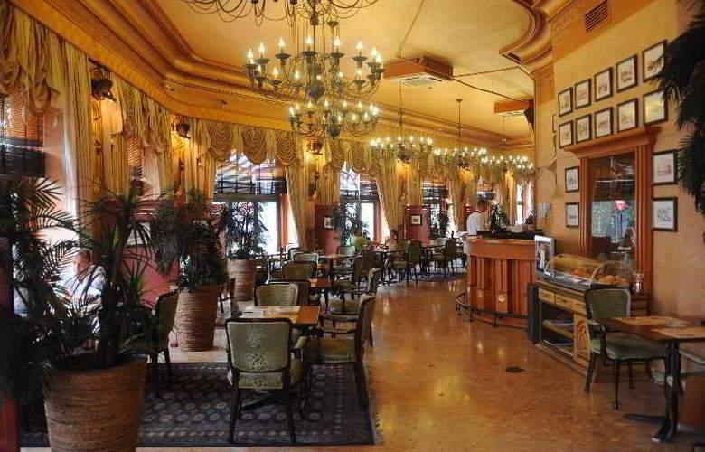 Balkan Orient Express - Bar - 19