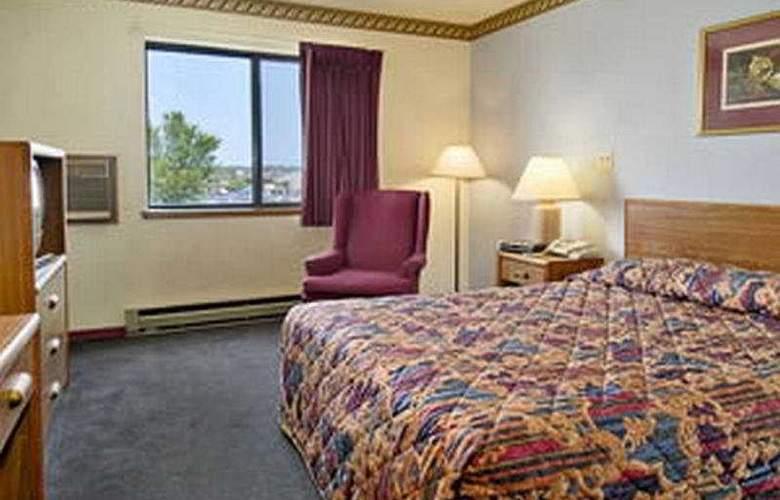 Super 8 Milwaukee Airport - Room - 4