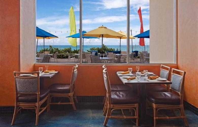 Crowne Plaza Melbourne Oceanfront - Restaurant - 29