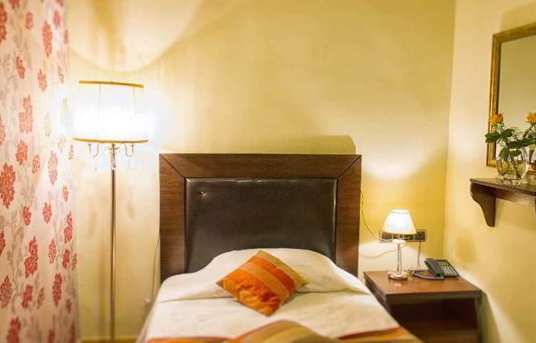 Dias Hotel - Room - 2