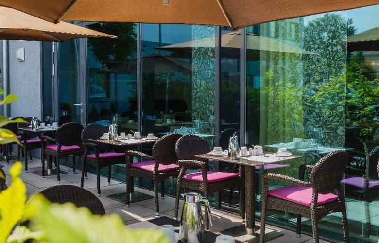 Acom Hotel Nürnberg - Terrace - 8